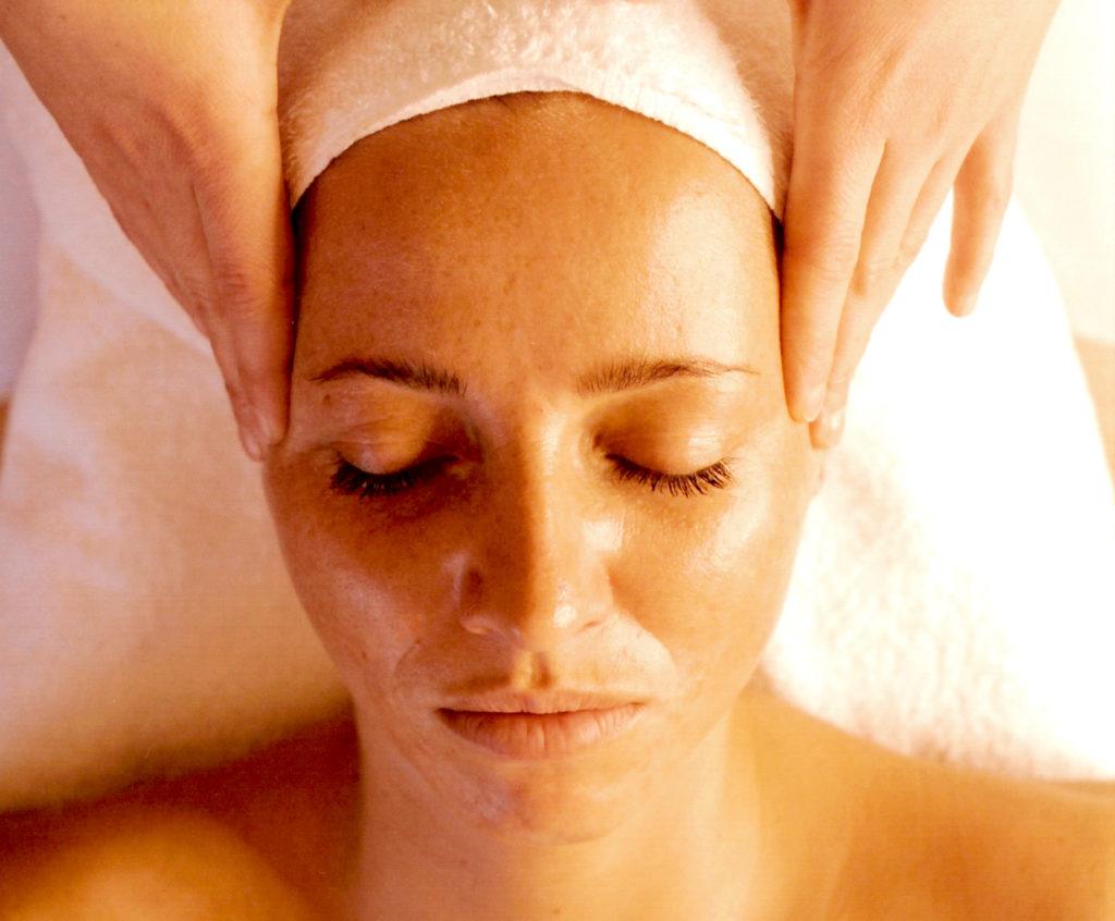 Un soin du visage et une pause-détente.