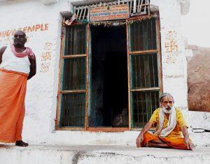 Les moines protecteur d'Hampi. (Inde)