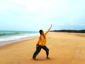 Yoga ,plage, zen attitude.